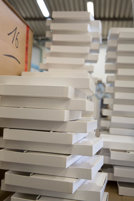 Folded boxes for the jigsaw puzzles